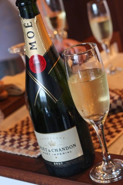 シャンパンとスパークリングワインの違い!お安く飲む方法とは?