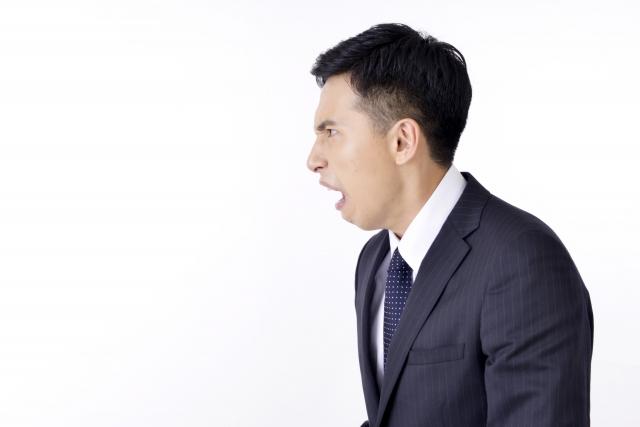 おじさんのくしゃみがうるさい理由!音量を抑える方法と対処方法!