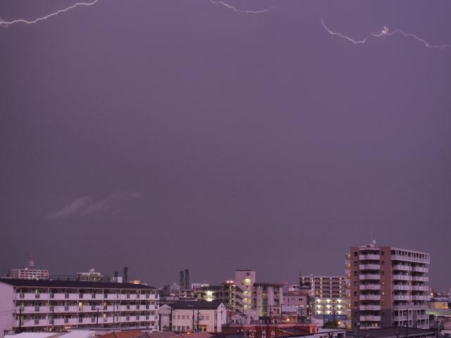 雷の音はなぜ鳴るの?その仕組みと雷までの距離の測り方!