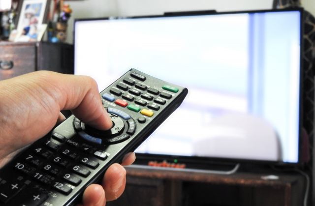 テレビは見ると観るのどっちが正解?違いを例文と一緒に解説!